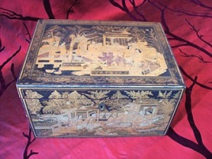 No 132 – Chinese Lacquer Tea Box Gold Decor Late Qing dynasty (1644-1911)